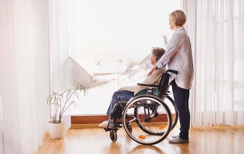 Für die Gesundheit: regelmäßige Gardinenreinigung im Seniorenheim